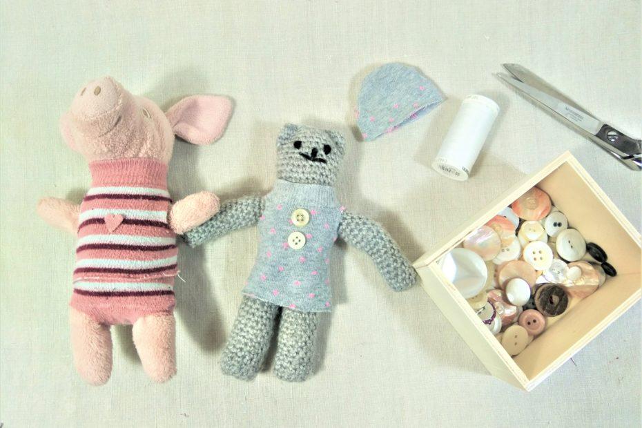 Aus Socken Kleidung für Kuscheltiere herstellen