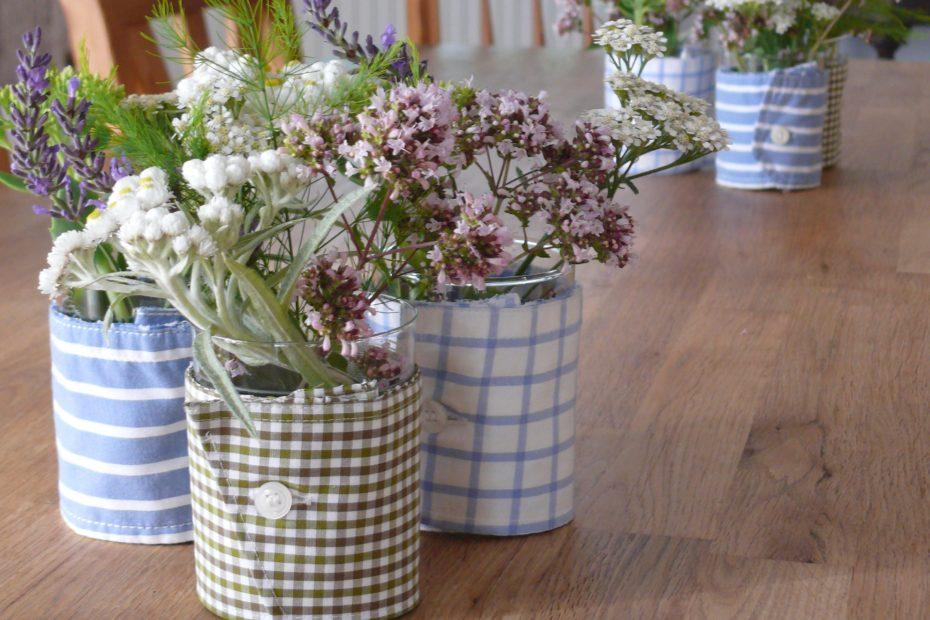 Aus Ärmelmanschetten von Oberhemnden werden Hussen für Vasen